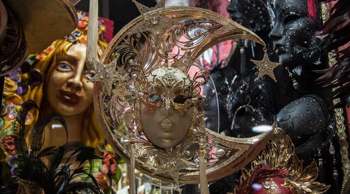 Masks decor