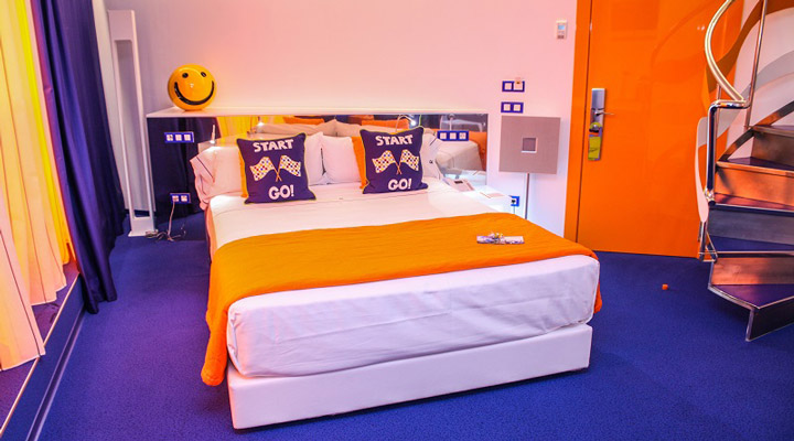 Colourful Resotel Racing Dreams bedroom 3