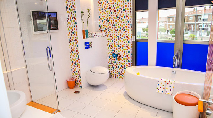 Colourful Resotel Racing Dreams bathroom 4