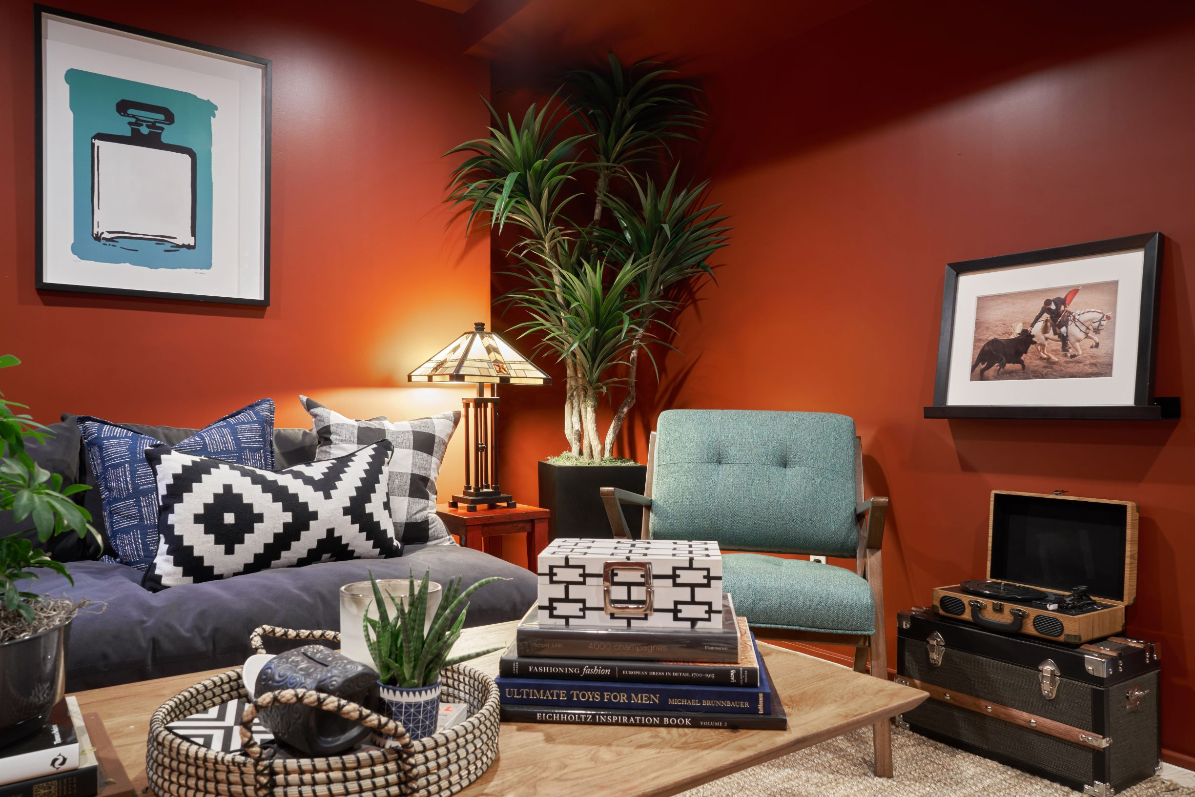 Dunn edwards color of the year spice of life tv room
