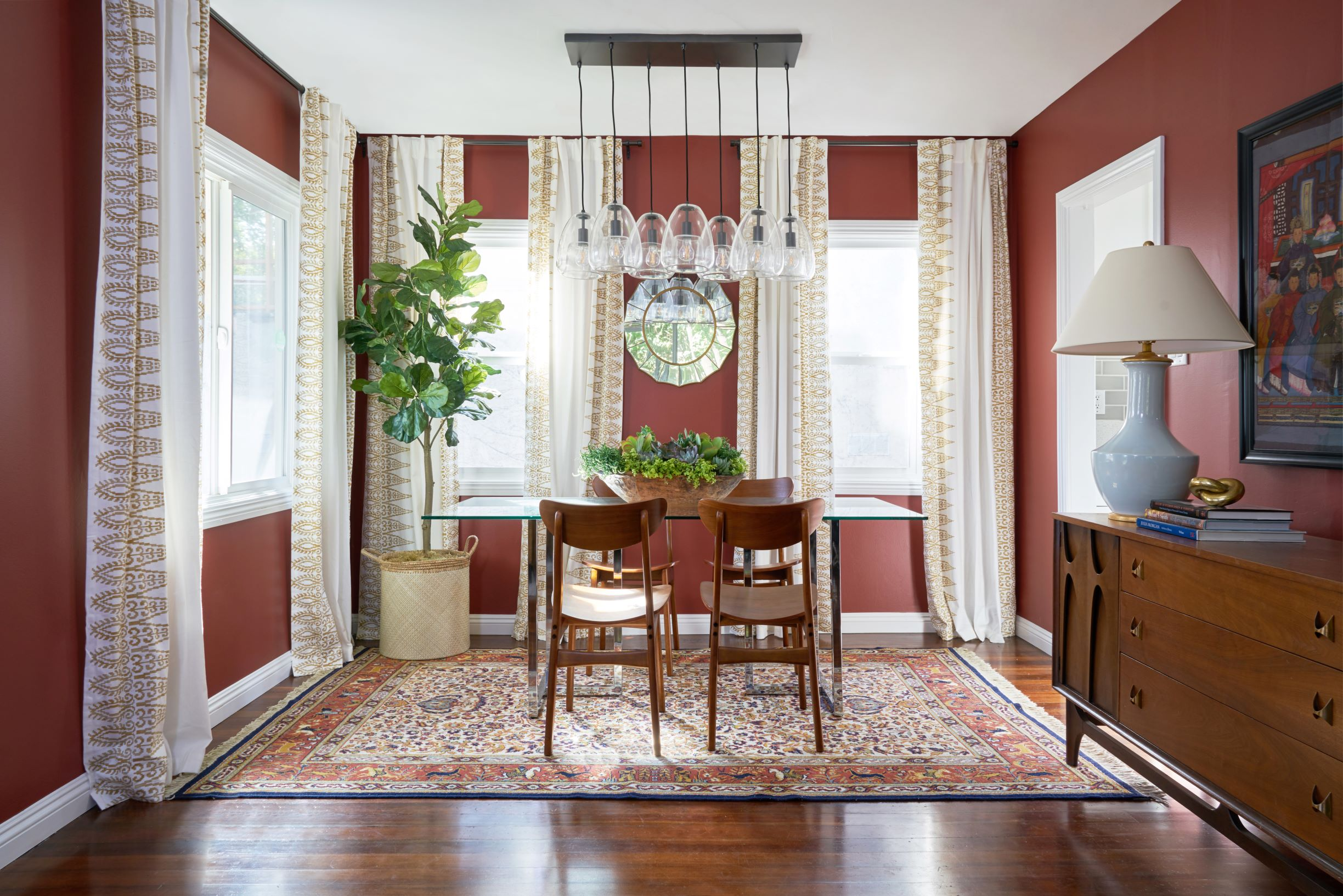 """Watch Out For These Dining Room Trends For 2018: Dunn-Edwards Paints Names """"Spice Of Life"""" Color Of The"""