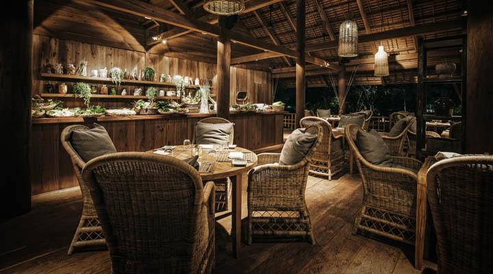Phum_Baitang_-_Bay_Phsar_-_Pool_Restaurant_2_-_annier_Hotels-720x400.jpg