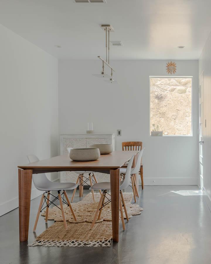 dunn-edwards-high-hide-white-sugar-swizzle-home-yucca-valley-tom-windeknecht-8-720x900.jpg