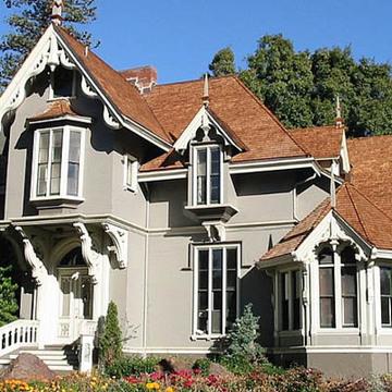 Regular moss mansion 720x400